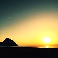 Sognare.. Il nonno, il mare... (Vicio 23) Tags: solitudine nostalgia italy italia trapani alba sea mare rosso colori sunset tramonto sicily sicilia santamargherita sanvitolocapo