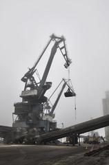 Port de Lorient (xnoszam) Tags: port lorient grues bretagne hdr