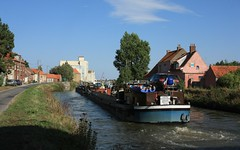 Doublette (jptaverne) Tags: voiedeau canal pniche batellerie freycinet voienavigable
