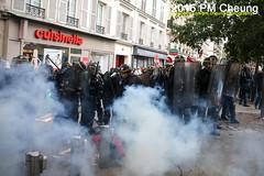 Manifestation pour l'abrogation de la loi Travail - 15.09.2016 - Paris - IMG_8069 (PM Cheung) Tags: loitravail paris frankreich proteste mobilisationénorme cgt sncf euro2016 demonstration manifestationpourlabrogationdelaloitravail blockaden 2016 demo mengcheungpo gewerkschaftsprotest tränengas confédérationgénéraledutravail arbeitsmarktreform lesboches nuitdebout antagonistischenblock pmcheung blockupy polizei crs facebookcompmcheungphotography polizeipräfektur krawalle ausschreitungen auseinandersetzungen compagniesrépublicainesdesécurité police landesweitegrosdemonstrationgegendiearbeitsmarktreform loitravail15092016 manif manifestation démosphère parisdebout soulevetoi labac bac françoishollande myriamelkhomri esplanadeinvalides manifestationnationaleàparis csgas manif15sept manif15 manif15septembre manifestationunitairecgt fo fsu solidaires unef unl fidl république abrogationdelaloitravail pertubetavillepourabrogerlaloitravaille