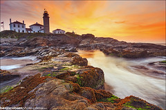 Beavertail (benjacobsen) Tags: ocean lighthouse sunrise waves beavertail lowtide jamestown 1635ii leegnd 5diii leecp