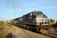 INER_Montpelier-OH_WestPergo_NS9209_082412-2 (C Telles) Tags: railroad ohio train indian norfolk southern locomotive ge montpelier northeastern emd gp30 c409w ns9209 ns9373 iner2330