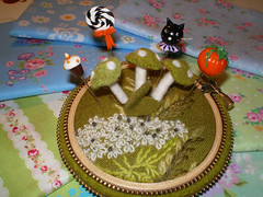 Rodeoboys Goodies (Pinks & Needles (used to be Gigi & Big Red)) Tags: sculpture ny newyork fall halloween cat pumpkin greg cupcake lollipop candycorn 2012 sculpted candycat gigiminor pintoppers anniekight