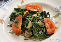 Bayem-Goreng (Don Pedro de Carrion de los Condes !) Tags: bali food kitchen dinner cuisine yummy garlic homecooking keuken rijst indonesian bord malay donpedro spinazie tomaat knoflook foodphotography bayam maaltijd schotel bayem gebakken lacuisine d700 donpedroskitchen prepareealamaison bayemgoreng