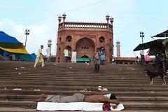 The Ultimate Mughal (Mayank Austen Soofi) Tags: delhiw alla jama masjid man sleep morning monument
