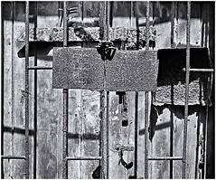 Corrosin (Rust) (Black and White Fine Art) Tags: canonlvsb1952leicacopy industar2250mmf35 corrosion corotion moho rust sanjuan oldsanjuan viejosanjuan puertorico lightroom aviary epsonperfectionv500scanner niksilverefexpro2