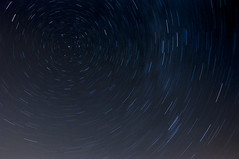 Circumpolaire (Joe Catrin) Tags: circles circle circumpolaire stars star northstar lodestar circumpolar moment movement astro astronomie ete time universe north instant picture photo space sky france nikon light rotation earth constellation nature ngc night motion