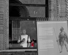 Riflesso in rosso (tittamouse) Tags: nikon d3300 milano castello italia italy riflessi reflex rosso red blackandwhite blacknwhite blackwhite streetphotography streetphoto streetscenes view
