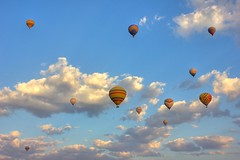 Balloons (Bart Kok) Tags: clouds turkey colours balloon bluesky turkije ballooning cappadocia cappadocie