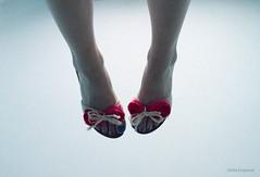 (Olalla Esquimal) Tags: pink blue white feet legs skin sandals space nails pies rosas sandalias espacio piernas uas azules piel blando agostoesquiimal