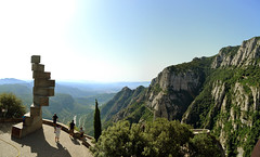 Montserrat i Llull (Marcos Cruz Santiago) Tags: naturaleza mountain catalonia montserrat catalunya montaña cataluña 2012 subirachs