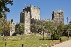 Guimarães (Leonardo Del Prete) Tags: guimarães portogallo portugal castle castello castelo clear day