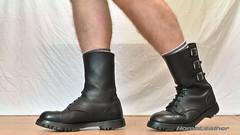SEGARRA 3 buckles boots (foto 01) (HomoLeather) Tags: leather socks boots socken leder bottes botas cuero calcetines cuir chaussettes hebilla    homoleather