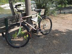 Bike: Una Pausa (Paolo Bonassin) Tags: italy emiliaromagna casalecchiodireno pontedipace bridges ponti bridge ponte fiumi reno rivers fiumereno bike bici bicicletta