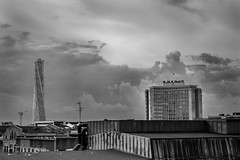 Turning Torso and Gngtappen 1, Malm (s_p_o_c) Tags: arkitekt arkitektur architect architecture santiagocalatrava turningtorso hsb bo01 vstrahamnen malm skne sweden sverige skyskrapor gngtappen gngtappen1 kockums kockumshuset paulhedqvist office gstalundeqvist