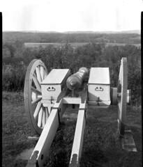 saratoga battlefield cannon (Sergei Prischep) Tags: 8x10 xrayfilm bluefilm agfa koronacamera rodinal 1100 saratoga battlefield cannon