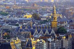 Ausblick auf Zuiderkerk Amsterdam (ploh1) Tags: zuiderkerkamsterdam kirche stadtansicht innenstadt altstadt niederlande holland metropole religion glaube christentum huser dicht eng ausenaufnahme sonnenlicht tag