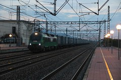 Amanecer (Trenesmania) Tags: trenes trains railway ferrocarril mercancas teco chatarra celsa comsa comsarailtransport bitrac 601 siderrgico plataformas contenedores castellbisbal silla lametllademar tarragona