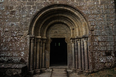 Puerta Iglesia (Garimba Rekords) Tags: galicia galiza ribera sacra parada do sil ourense iglesia