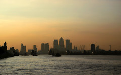 Thames sunset (Dun.can) Tags: thames river london woolwichferry canarywharf city theshard sunset londonskyline skyline