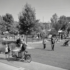 Guthrie Green (ludwigvan66) Tags: tulsa oklahoma usa guthriegreen bradyvillage downtown people arts music fountain icecream kids trees vendor bicycle tlr yashica yashicamat 124g film across fuji 100asa yellowfilter contrast 80mm mediumformat twinlensreflex rodinal ilfordrapidfix photoflo silverefex pse12