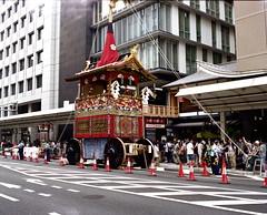 hoko parking (troutfactory) Tags:  gionmatsuri gionfestival  yamabokojunko parade floats  hoko  kyoto  kansai  japan voigtlanderbessaiii fujifilmgf670 rangefinder mediumformat analogue film fujipro400