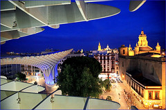 Sur le Metropol Parasol, Sevilla, Andalucia, Espana (claude lina) Tags: claudelina espana spain espagne andalucia andalousie sevilla sville ville town city architecture metropolparasol