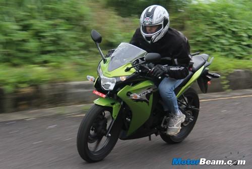 2012-Honda-CBR150R-08