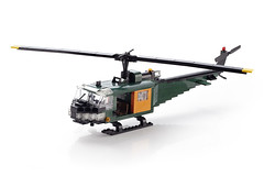 Helicopter (color variation). The doors are working. (-derjoe-) Tags: green dark oliver lego bell d joe huey helicopter heel der libelle hubschrauber albrecht uh1 verlag dunkelgrn derjoe