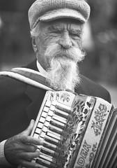 harmonista (soleá) Tags: portrait blackandwhite music man male canon blackwhite zwartwit age aged melancholy wrinkles photograhy phtography carmengonzalez beautifulperson absoluteblackandwhite zwartwitfotografie picswithsoul carmengonzalezphotography