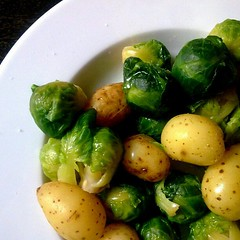 Boiled brussels sprouts and tiny potatoes. (Lablascovegmenu) Tags: brussels food cooking recipe vegan potatoes healthy yum dish good comida foodporn tiny vegetarian vegetarians recipes veg simple boiled sprouts vegans veganrecipes healthyfood menjar plat vegetariana veganfood vegetariano vegana receta vegetarià recetas veganfoodporn vegetarianos veganos veganas vegetarianas veganes recepta receptes so eatingclean cleaneating whatveganseat vegà veganfoodshare vegansofig healthyvegan