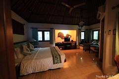 Poppies. Kuta, Bali, Indonesia (16 Sep 2012) (Vinchel) Tags: bali canon indonesia ii poppies usm ef kuta 14mm f28l 1dx