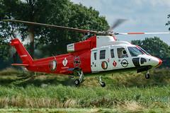 Feyenoord helikopter 2017 (Jan Beima) Tags: helicopter opendag feyenoord hubschrauber sikorsky s76 heliserviceinternational