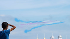 Red Arrow Observer (Splat Photo) Tags: red arrows airbourne airborn sony a7rm2 a7ii aircraft eastbourne beach 2016 70200mmf4 sel70200g