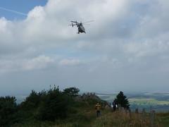 Rettungshubschrauber am Pferdskopf / Wasserkuppe 160814_123i (jimcnb) Tags: 2016 august wasserkuppe rhn hessen hubschrauber polizei helicopter dhheb