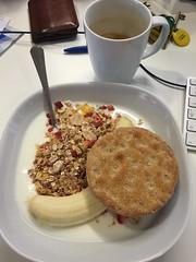 Frukost 17/8 (Atomeyes) Tags: mat kaffe fil msli knckebrd banan frukost