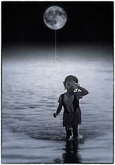 La petite fille  la Lune (Alain Bachellier) Tags: poesie lune montage photoshop reve dream ballon enfant enfance