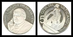 (EUR3a) 2002 Vaticano: Citta'del Vaticano, Five Euro (A/R)... (Jos Pestana) Tags: airgid arian avropa avrupa chelete currency dinero dinheiro eur eur eiropa eoraip eoropa eropa eropah euro euroopa eurooppa europa europan europe evropa evrop evrpa ewp eropo faluta fedha flus fondoblanco fondonegro fotografa jospestana kudin mari moeda moneda moned money moni monnaie mynt paises para pengar pera simbolo soldi sony sonynex sonynex6 tupe uang valyuta vaticano whrung coins monedas nyvola uchu