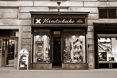 Handschuhe (A.Dirl) Tags: vienna street city explore