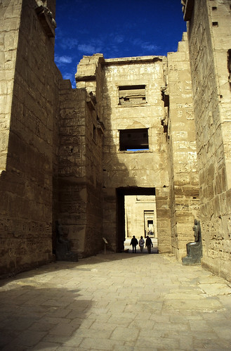 "Ägypten 1999 (441) Theben West: Medinet Habu • <a style=""font-size:0.8em;"" href=""http://www.flickr.com/photos/69570948@N04/29736297612/"" target=""_blank"">View on Flickr</a>"