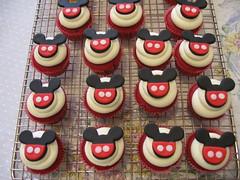 Mickey Mini (Confetti & Cupcakes) Tags: cake bar spider cupcakes high mini confetti evento beb bolo casamento convite festa aniversrio ch aranha marmita drika homen monter personalizados novaes gostosos decorados
