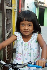 cute girl on a tricycle (the foreign photographer - ฝรั่งถ่) Tags: cute girl portraits thailand bangkok tricycle khlong bangkhen thanon