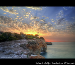 Sortida de sol al far de Torredembarra (quico_g) Tags: lighthouse sunrise canon eos catalonia amanecer catalunya far catalua tarragona 50d pastfeaturedwinner talleretfoto quicog