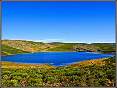 Aguas azules (Jesus_l) Tags: espaa agua europa zamora sanabria lagunadelospeces jesusl
