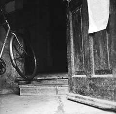((_)...) Tags: 6x6 tlr film bike bicycle mediumformat square blackwhite fuji 85mm 66 neopan 100 hexanon koniflex