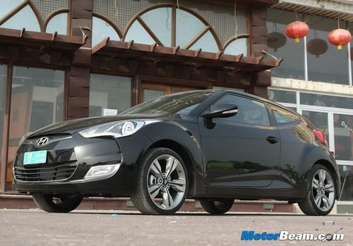 2012-Hyundai-Veloster-13