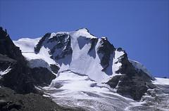 gran paradiso (Ron Layters) Tags: italy mountain snow alps ice geotagged italia pentax slide bluesky glacier transparency summit northface fujichrome provia aosta pentaxmz10 grandparadis crevasses granparadiso mountainsalps elevation40004500m bergschrund ronlayters slidefilmthenscanned 4061m geo:lat=4552938292900031 geo:lon=7256964235531572 summitgranparadiso altitude4061m