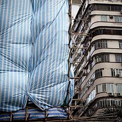 HK impacchettata #3 (* onda *) Tags: hongkong bamboo scaffold urbanarte