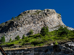 Andorra landscape: Canillo, Andorra (lutzmeyer) Tags: summer mountain mountains nature berg rock landscape roc montana sommer hill natur august natura paisaje berge agosto stadt verano below baixa fels landschaft unten andorra agost pyrenees muntanya estiu pirineos felsen pirineus gebirge paisatge pyrenen ortschaft canillo rocdelquer gebirgszug mfmediumformat valldorient vallorient canillocity lutzmeyer lutzlutzmeyercom