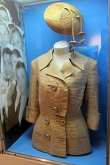 Buenos Aires - Palermo: Museo Evita - Eva Perón's outfit (wallyg) Tags: southamerica argentina hat museum buenosaires dress jacket museo sombrero evita vestido evaperon palmero evitamuseum evaperón ciudadautónomadebuenosaires ciudadautonomadebuenosaires museoevita